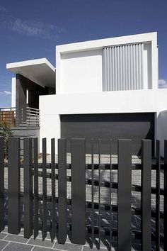 Home decoration, Fancy Modern Minimalist House Exterior: advantages Minimalist Fence Houses in urban areas House Fence Design, Modern Fence Design, Gate Design, Modern House Design, Concrete Fence, Metal Fence, Fence Art, Wooden Fence, Horse Fence