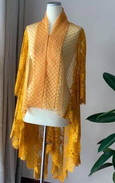 Frock Fashion, Batik Fashion, Fashion Dresses, Kaftan Batik, Batik Dress, Kebaya Lace, Kebaya Dress, Hijab Evening Dress, Hijab Dress Party