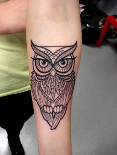 Owl tattoo for sure Cute Owl Tattoo, Owl Tattoo Small, Cute Tattoos, Leg Tattoos, Arm Tattoo, Body Art Tattoos, Tattoo Owl, Tattos, Circle Tattoos