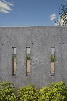 Takie ogrodzenie robi się, wylewając beton w deskowaniu House Plans, Architects, Design Ideas, Blue, Blue Prints, Houses, Building Homes, House Floor Plans, Home Plans