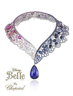 """Bella: Luce este collar con una tanzanita talla pera de 69 quilates, zafiros azules en talla redonda, amatistas talla marquesa y oval en tonos violetas, rubelitas talla redonda. pera y cuadrada, morganitas, kunzitas y espinelas, diamantes blancos y rosas talla brillante y zafiros rosas talla corazón. Una explosión de color y brillo que convertirán en príncipe a cualquier """"bestia""""."""