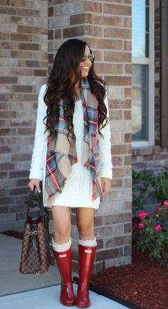 Before buying anything I check multiple sites for the lowest price. I found this article and learned that there was a way to get cheap Hunter boots,, Red Hunter Boots, Hunter Boots Outfit, Cheap Rain Boots, Casual Chic, Casual Fall, Zapatos Shoes, Boating Outfit, Dress With Boots, Vestidos
