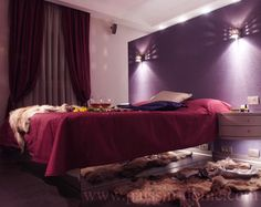 purpule accent wall ! Did you think about this ?