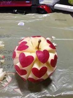 Funny pictures about Apple Of Love. Oh, and cool pics about Apple Of Love. Also, Apple Of Love photos. Cute Food, Good Food, Yummy Food, Healthy Food, Healthy Heart, Apple Art, Red Apple, Food Carving, Fruit Art