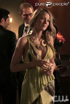static1.purepeople.com articles 3 86 33 3 @ 687199-serena-van-der-woodsen-incarnee-par-637x0-4.jpg