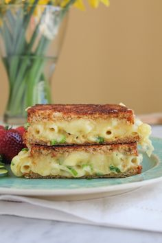 Gruyere Macaroni and Cheese Grilled Cheese #nationalgrilledcheesemonth #grilledcheesemonth #grilledcheese