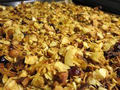 Ein Früchte-Müsli ganz ohne Getreide und Zucker. Die karibische Variante mit Ananas, Kokosnuss, Nüssen und Trockenfrüchten schmeckt und macht satt.