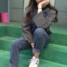 Image about girl in kfashion by elifsu acat on We Heart It Asian Fashion, 90s Fashion, Fashion Outfits, Ulzzang Fashion, Style Fashion, Grunge Style, Soft Grunge, Grunge Outfits, Looks Cool