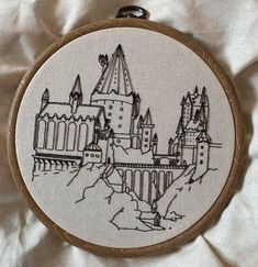 My endlessly-talented girlfriend made this freehand embroidery of Hogwarts Diy Embroidery Patterns, Flower Embroidery Designs, Simple Embroidery, Hand Embroidery Patterns, Embroidery Suits, Modern Embroidery, Knitting Patterns, Cross Stitching, Cross Stitch Embroidery