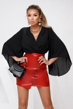 Fusta scurta rosie cu talie inalta si fermoar este o fusta sexy, petrecuta ce ii ofera un look atragator. Fusta este comoda, usor de accesorizat cu o bluza sau camasa si astfel vei avea tinuta perfecta pentru a iesi cu prietenii. Este o fusta in tendintele anului si nu trebuie sa iti lipseasca din garderoba. Atmosphere Fashion, Tutu, Leather Skirt, Sexy, Skirts, Dresses, Passau, Vestidos, Skirt