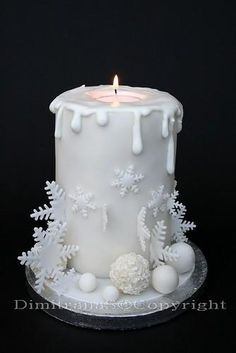 This might just be this year's Christmas cake design. Christmas Cake Designs, Christmas Cake Decorations, Holiday Cakes, Christmas Desserts, Christmas Treats, Christmas Baking, Christmas Cakes, Xmas Cakes, Christmas Recipes