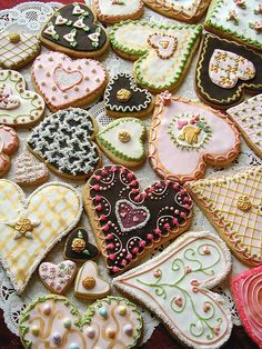 absolutely beautiful Valentine's cookies...can't believe how much work these must take but true works of art