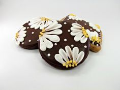 I know these are cookies, but would be pretty as painted rocks.  Rose Tips Daisy Cookies ...tutorial