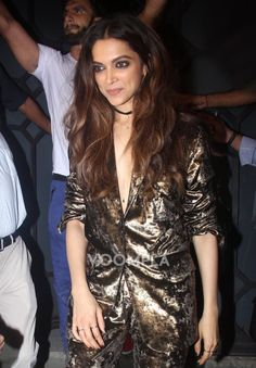 The gorgeous Deepika Padukone spotted outside a party. Look who's standing behind her... awww! via Voompla.com