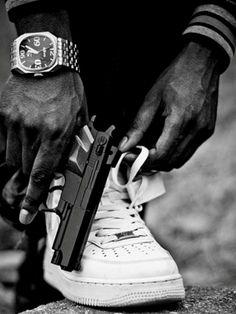 //Gun matches my shoes Randy! Estilo Cholo, Tupac Art, Thug Style, Cholo Style, Top Imagem, Gangster Girl, Dope Wallpapers, Hypebeast Wallpaper, Hip Hop Art