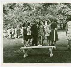 Gathering of students and their parents :: Archives & Special Collections Digital Images :: circa 1970-1979