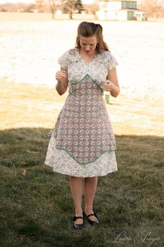 Cotton housedress from mail order pattern and vintage apron Modest Dresses, Day Dresses, 1940s Fashion, Vintage Fashion, Clothing Patterns, Retro Clothing, Sewing Patterns, 1940s Looks, Retro Outfits