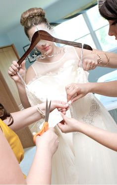 MUST MUST MUST READ wedding day tips for the bride!
