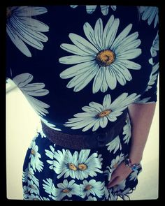 Weiz Copenhagen Black Daisy Celine retro dress styled with a glimmer waist belt
