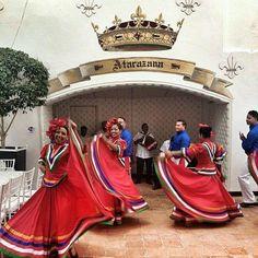 Alegría en traje típico de República Dominicana.