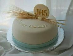 love this communion cake Fondant Cakes, Cupcake Cakes, Comunion Cakes, First Communion Decorations, Communion Banners, First Holy Communion Cake, Religious Cakes, Occasion Cakes, Cakes And More