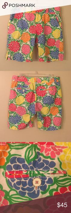 """LILLY PULITZER Resort Fit Shorts EUC!! Fun and colorful flower pattern!  Perfect condition, no signs of wear. Laid flat waist measures 16.75"""", inseam is 9"""" (Bermuda short length.) Lilly Pulitzer Shorts Bermudas"""