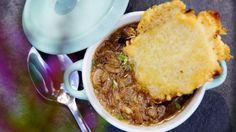 Varmende løksuppe Cornbread, Chili, Beef, Ethnic Recipes, Soups, Chili Powder, Chilis, Soup, Corn Bread