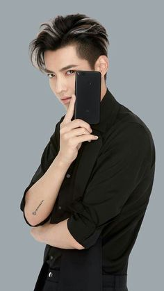 kris wu / if you look at me like that, be sure I'll buy that damn phone or whatever you want me to, boy<<<😂😂😂😂 Chanyeol, Kyungsoo, Kris Wu, Exo Album, Kim Minseok, Wu Yi Fan, Kpop, Yixing, Cute Anime Guys