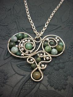 Alambre de plata envuelto corazón colgante por BuyThePlaceWithBeads