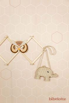 Behang Honingraat nude | Behang | Bibelotte Kids Mirrors, Gold Wire, Crochet Earrings, Wall Lights, Wall Decor, Shapes, Home Decor, Jewellery, Child Room