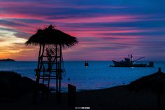 Red sunrise in the dock of Cabo San Lucas #josafatdelatoba #cabophotographer #loscabos  #cabosanlucas #bajacaliforniasur #mexico #landscapephotography #beach #sunrise #cluds