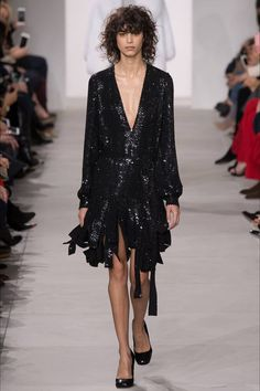 The complete Michael Kors Collection Fall 2016 Ready-to-Wear fashion show  now on Vogue Runway. 51c07eb7b9
