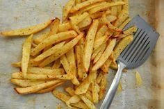 """Πατάτες """"τηγανητές"""" στο φούρνο Greek Recipes, Potatoes, Vegan, Cooking, Tableware, Kitchen, Food, Drink, Dinnerware"""