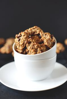 gluten free vegan breakfast cookies | http://minimalistbaker.com | for flax eggs - use magic bullet to pulse the water and flax and store in fridge until needed | recipe is versatile - add nuts, hemp hearts or skip the chocolate