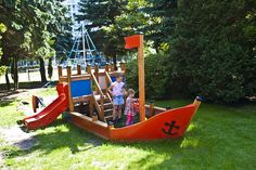 Plac zabaw dla dzieci w ogrodzie centrum zdrowia Verano. Kołobrzeg