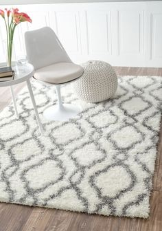 Nuloom 5'3 x 7'6 Slyvia Shaggy Rug in White