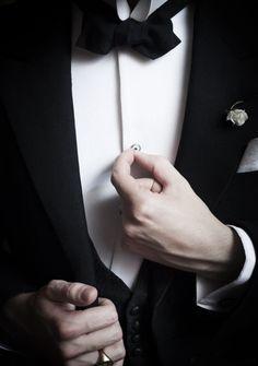 The gentleman ♡ Sharp Dressed Man, Well Dressed Men, Looks Black, Black And White, White Tux, Black Tux, Suit Fashion, Mens Fashion, Groom Fashion