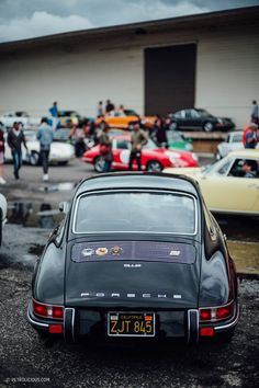 Vintage Cars Luftgekühlt A Celebration Of The Air-Cooled Porsche Porsche 911 Classic, Porsche 912, Porsche Cars, Ferdinand Porsche, Vintage Porsche, Vintage Cars, Cool Sports Cars, Nice Cars, Car Badges