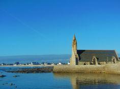 Cette magnifique chapelle du XVè s , se situe directement en bord de mer, entre Saint-Pierre (Penmarch) et Saint-Guénolé. Sentinelle surveillant la mer, elle est dédiée à la Vierge et subit les assauts de l'océan lors des grandes tempêtes. Les marins...
