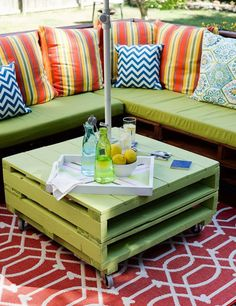 DIY Pallet Side Table. Get the tutorial