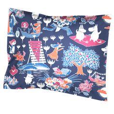 Kjøp Finlayson - Mumin, Putevar, Magiske mummi, 55 x 65 cm, Blå - Lekmer. Duvet Cover Sets, Pillow Covers, Moomin Shop, Tove Jansson, Cushions, Pillows, Nordic Design, Scandinavian Home, Dark Blue