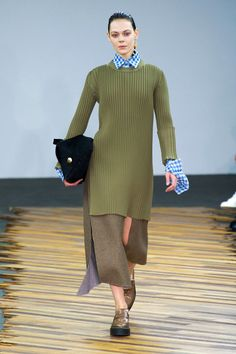 Celine. Fall 2014. Phoebe Philo presents sweater dressing, cool and modern, long silhouette. Green ribbed sweater-dres, checkered blue skirt with enlarged cuffs, brown skirt in separate pieces, platform flats.