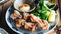 Let's make Karaage (Japanese fried chicken), one of the greatest fried chickens in the world! It's exceptionally flavorful, juicy and ultra crispy. Easy Japanese Recipes, Japanese Dishes, Japanese Food, Asian Recipes, Healthy Recipes, Ethnic Recipes, Healthy Food, Japanese Kitchen, Bento Recipes