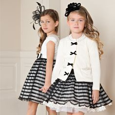 Eu te disse que se vestir igual a sua irmã iria ser mais divertido. Didn't I tell you that playing dress up with our sisters would be lots more fun than playing baseball? Little Girl Dresses, Girls Dresses, Flower Girl Dresses, Little Girl Fashion, Fashion Kids, Stylish Kids, Kid Styles, Kind Mode, Kids Wear