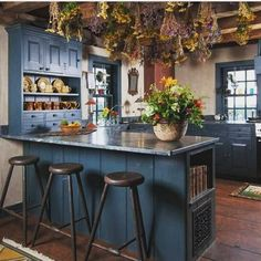 Top Ideas to Get Boho Style Kitchen Such a tasteful Boho Chic kitchen plan is here. The unmistakable appearance of this tasteful Bohemian Kitchen is b Primitive Homes, Primitive Kitchen, Country Primitive, Primitive Decor, Primitive Christmas, Home Decor Kitchen, Interior Design Kitchen, Kitchen Decorations, Kitchen Ideas