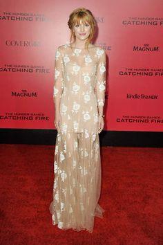 Bella Thorne primavera 2014 de Blumarine. Acompañó el look con sencillas joyas y una trenza tirolesa romántica.