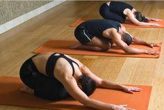 Alguns exercícios de alongamento ajudam a aliviar tensões da coluna e podem ser feitos em casa.