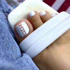 Gold Gel Nails, Gel Toe Nails, Feet Nails, Best Acrylic Nails, Pedicure Nails, Pretty Toe Nails, Cute Toe Nails, Pedicure Designs, Toe Nail Designs