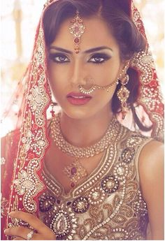 Asian Bridal Hair and Makeup Artistry Courses and Training – Anu Malhi Training Academy – Birmingham, London, Wolverhampton, Leicester Indian Wedding Makeup, Asian Bridal Makeup, Indian Makeup, Indian Bridal Wear, Desi Wedding, Bridal Hair And Makeup, Indian Beauty, Hair Makeup, Hijab Makeup