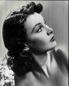 Vivien Leigh *IS* old school glamour. Hollywood Glamour, Hollywood Stars, Classic Hollywood, Old Hollywood, Hollywood Icons, Vivien Leigh, Darjeeling, Classic Actresses, Beautiful Actresses